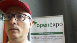 Angel Delmu gorra Red Hat en OpenExpo2017